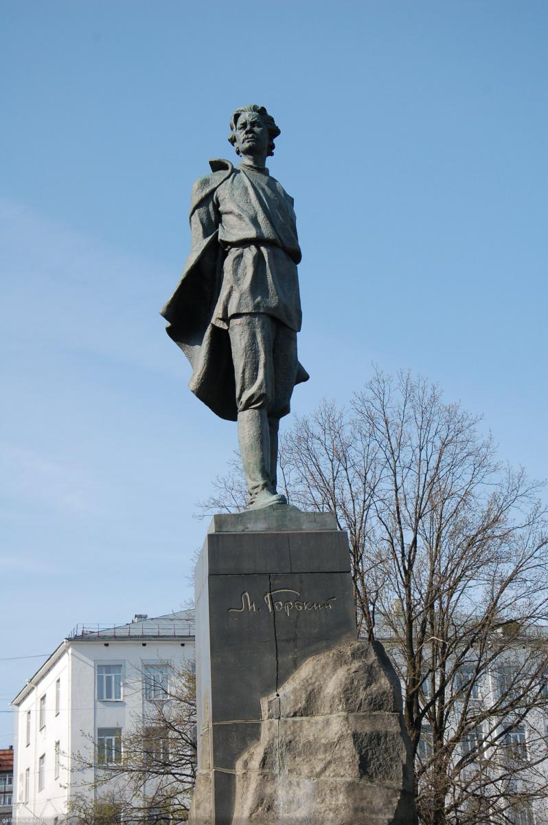 Памятник горькому на площади горького нижний новгород надгробные памятники гранитные пенза