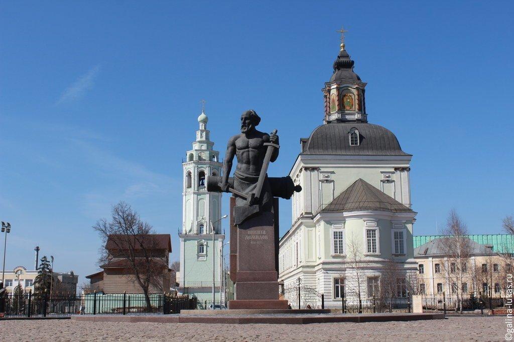 Памятники рядом с музеем оружия в туле цена на памятники тольятти гранита