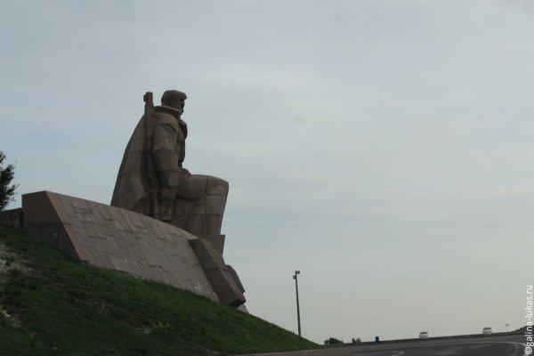 Памятник с крестом на просвет Тимашевск Лампадка из лезниковского гранита Полевской