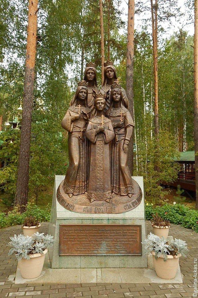 Памятники екатеринбурга фото и описание юбки изготовление и продажа памятников ростов на дону